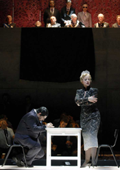 Scene from Turandot [Photo by Deutsche Oper Berlin]