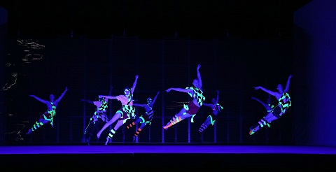 Wayne McGregor dancers Act 2.jpg