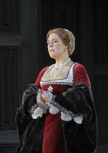 Sondra Radvanovsky in the title role of Donizetti's Anna Bolena. [Photo by Ken Howard/Metropolitan Opera.]