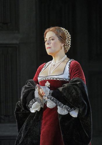 Sondra Radvanovsky in the title role of Donizetti's Anna Bolena. [Photo by Ken Howard/Metropolitan Opera.]