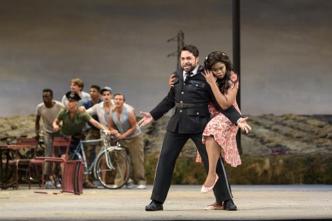 cBC20170525_L'elisir_0536 PAOLO BORDOGNA AS BELCORE, PRETTY YENDE AS ADINA c ROH. PHOTO BILL COOPER.jpg