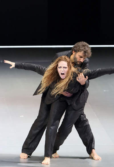 Kristine Opolais as Manon Lescaut and Jonas Kaufmann as Il Cavaliere Renato des Grieux [Photo courtesy of Bayerische Staatsoper]