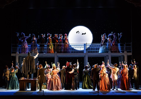 die_fledermaus_-_wno_company_photo_credit_bill_cooper_1174.jpg