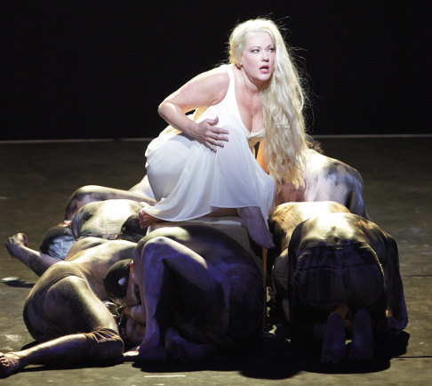 Catherine Naglestad as Brünnhilde [Photo © Wilfried Hösl courtesy of Bayerische Staatsoper]