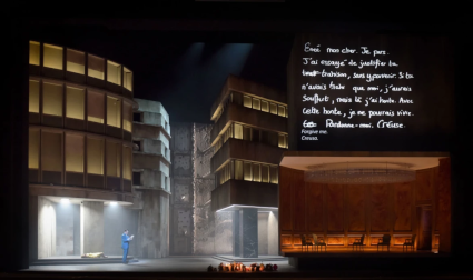 Scene from Les Troyens [Photo © Vincent Pontet / OnP]